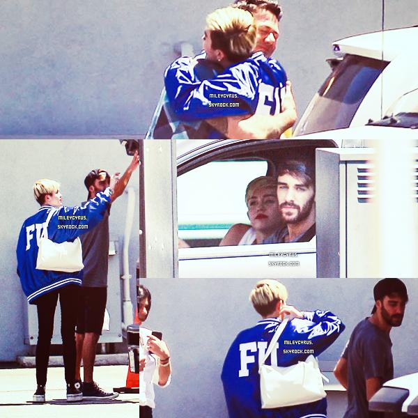 . Le 17/06/2013 : Miley est allé au cinéma avec son chéri Liam Hemsworth. Voilà, de quoi faire taire toutes les rumeurs de séparation !   .