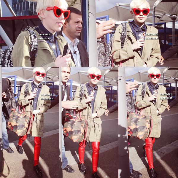 . |06/05/2014 | Bangerz Tour | Après plusieurs jours et semaines d'arrêt, Miley est de retour sur scène à Londres !  .