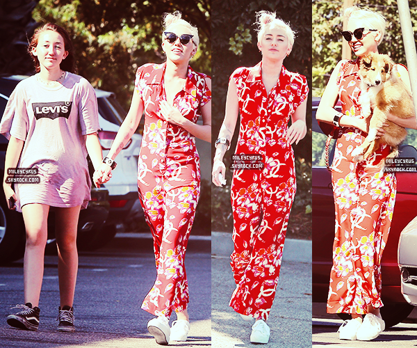 . |12/07/2014 | Candids| Miley à été aperçue quittant le club Warwick à Hollywood !