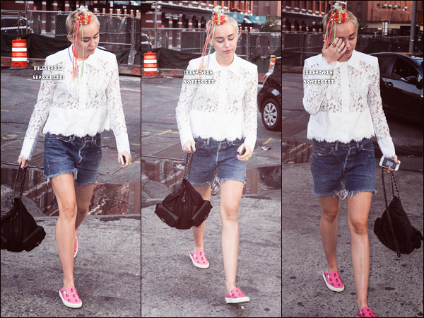 . |02/08/2014 | Concert | Miley continuant le Bangerz Tour en Philadelphia.  .