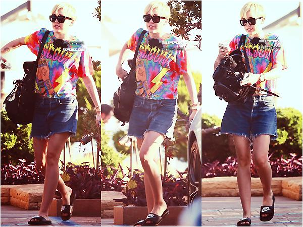 . |11/09/2014 | Concert | Miley continuant le Bangerz Tour, cette fois-ci elle était à San Juan ! .