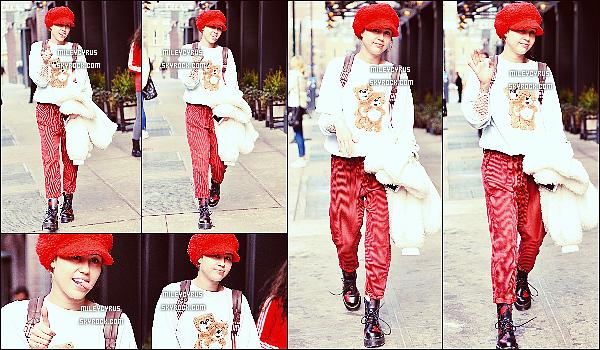. 29/02/16 - Miley a été vu avec sa mère Tish se promenant dans Soho à New-York ! .
