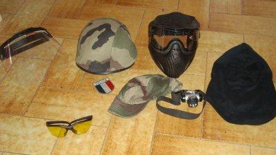 Plusieurs équipement et protection pour le visage et la tête: visiere, casque militaire, masque facial, cagoule, lunettes de protection, casquette camouflage et lampe frontal(pour les lieux obscure et les parties nocturnes).