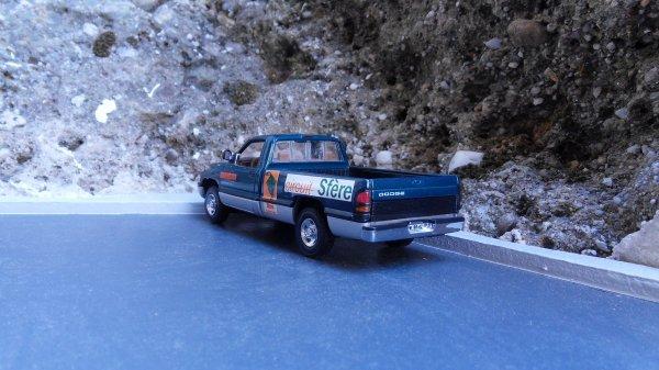 Dodge RAM 2500 V10 Universal Hobbies