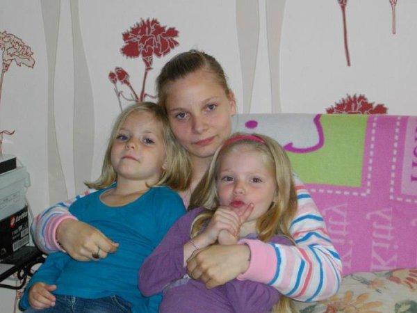 moi et mes deux petites blondinettes