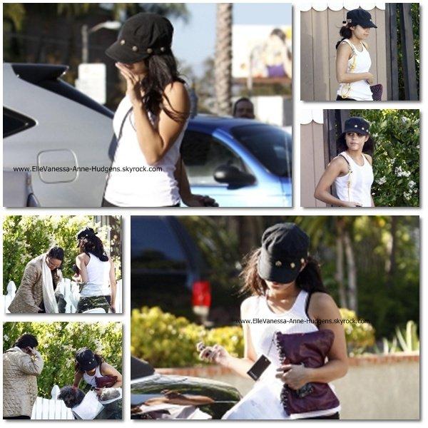 Vanessa a été vue quittant la maison de sa mère dans Toluca Lake hier (20 mai). Elle a ensuite emmené sa chienne Shadow au salon U Wash Doggie dans Studio City pour lui donner un bain.