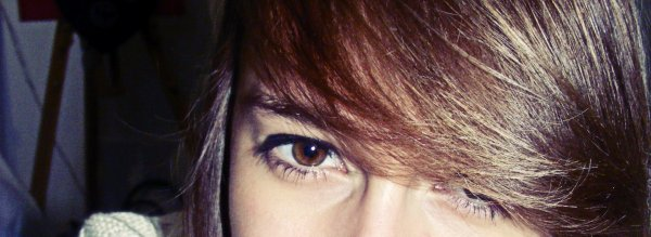 -Tu sais ce que j'aime le plus dans tes yeux ? -Mon reflet!
