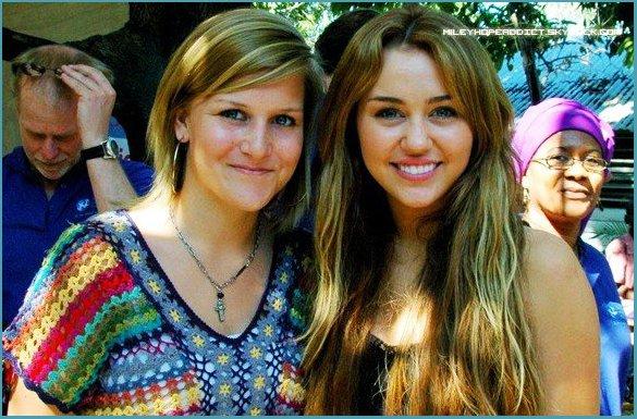 _   Miley Cyrus de retour de son voyage à Haïti  _