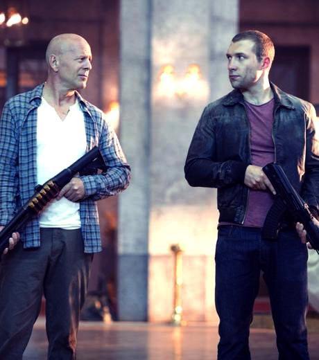 Die Hard 5 : Bruce Willis et Jai Courtney dévoilent les coulisses du tournage.