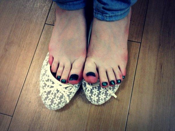 Des doigts de pieds bien rouges ❤