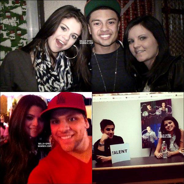 .    15/12/11 :  Selena durant une conférence de presse pour «Les Sorciers de Waverly Place» .