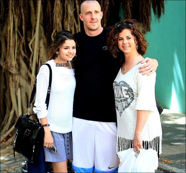 La maman de notre selena gomez a fait une fausse couche soutenons la - Selena gomez et sa famille ...