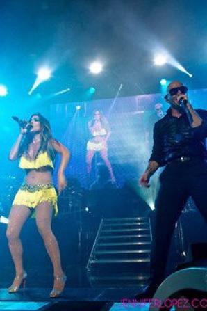 Jennifer Lopez Feat. Pitbull live à Los Angeles le 09.08.12