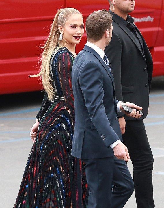 Jennifer sur le set de American Idol le 22.04.2015
