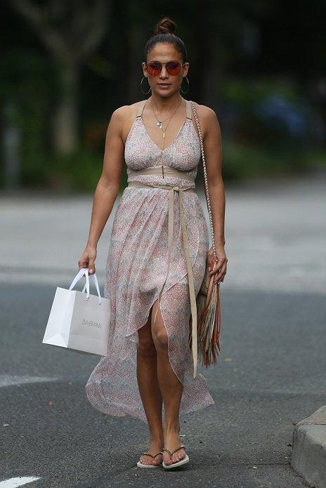 Jennifer dans les Hamptons à faire du shopping avec sa cousine Tiana le 06.07.2015