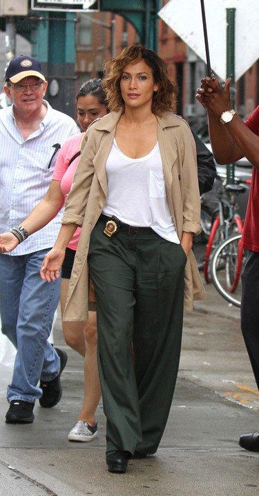"""Jennifer sur le set de """"Shades Of Blue"""" le 14.07.2015"""