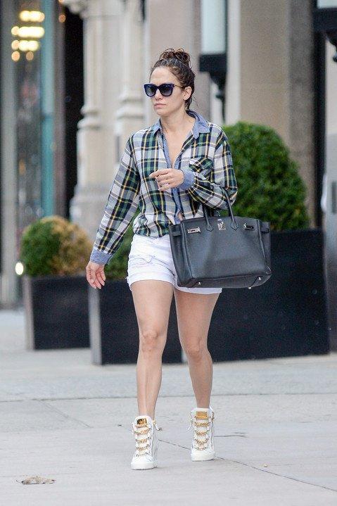Jen' quittant son appart. à New-York le 21.07.2015