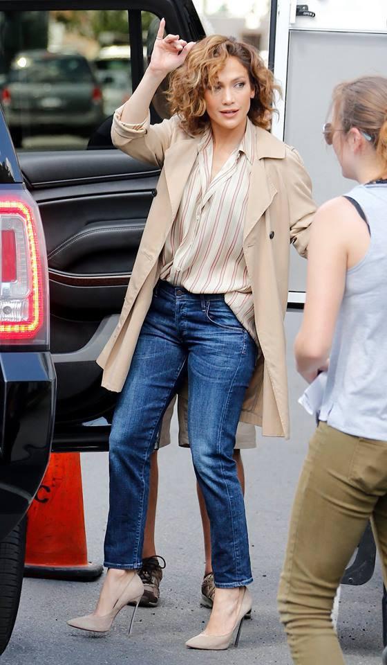 """Jen' sur le set de """"Shades Of Blue"""" le 23.07.2015"""