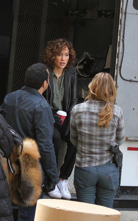 """Jennifer sur le set de """"Shades Of Blue"""" le 27.10.2015"""