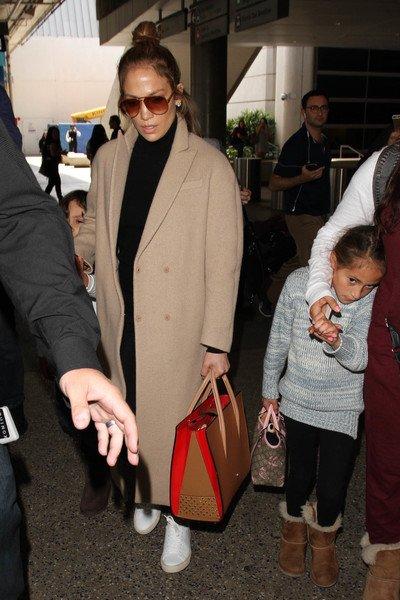 Jennifer à l'aéroport de Los Angeles le 11.04.2016