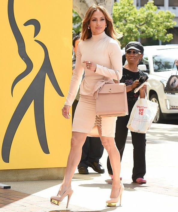 """Jennifer Lopez après avoir donné une interview pour la fondation """"SAG AFTRA Foundation 2016"""""""