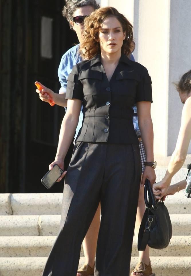 """Jen' sur le set de """"Shades Of Blue"""" le 06.07.2016"""