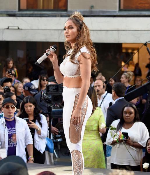 "Jennifer Lopez interprétant ""Love Make The World Go Round"" le 11.07.2016"