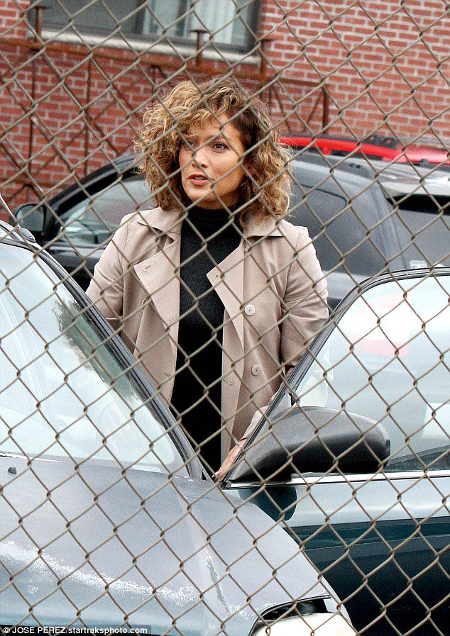 "Jen' sur le set de ""Shades Of Blue"" le 04.10.2016"