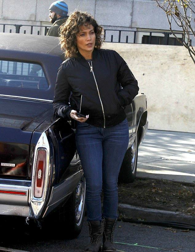 "Jen' sur le set de ""Shades Of Blue"" le 01.11.2016"
