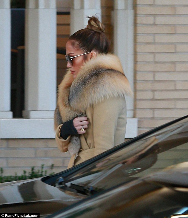 Jennifer faisant du shopping à Beverly Hills le 19.12.2016