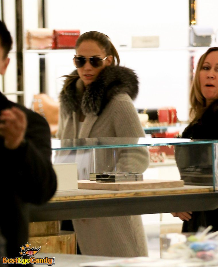 Jennifer faisant du shopping le 22.12.2016