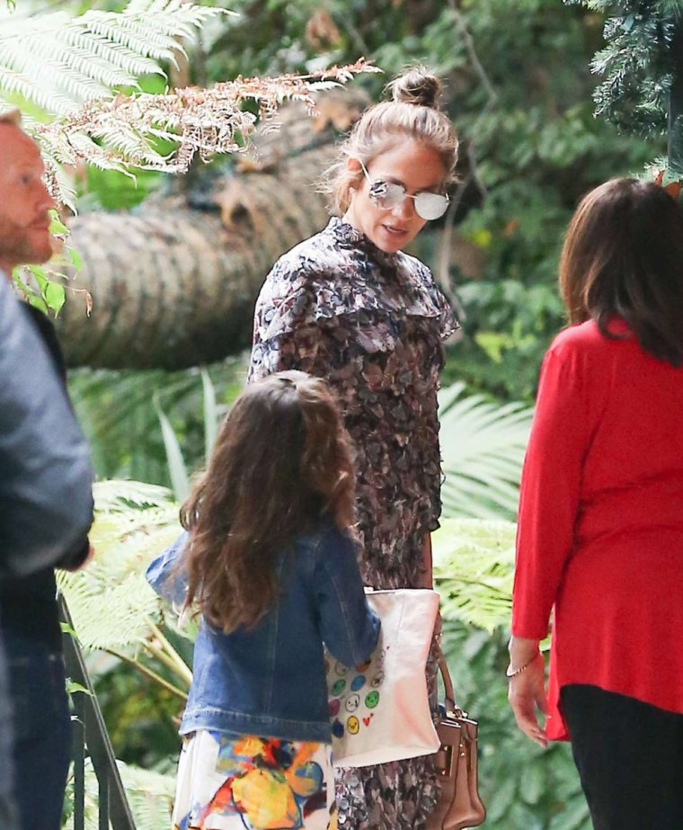 "Jennifer et sa fille Emme au ""Bel Air Hotel"" à Los Angeles le 29.12.2016"