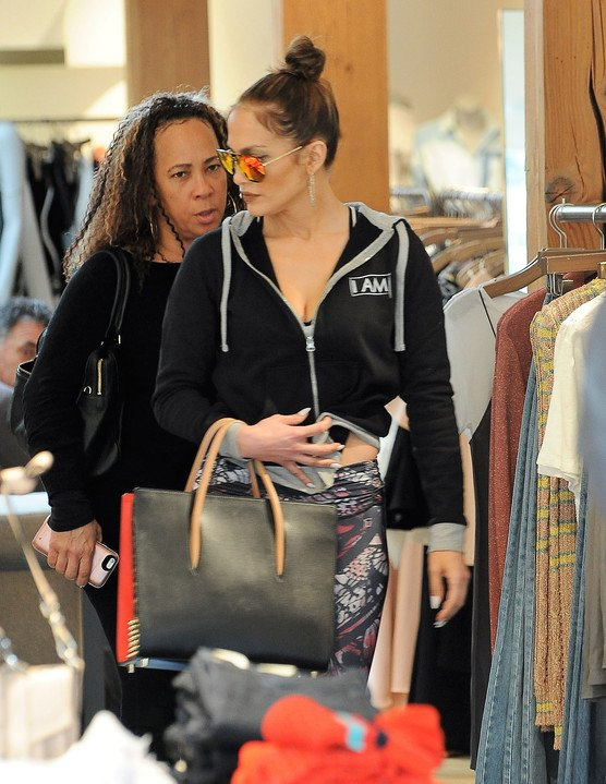 Jennifer faisant du shopping le 13.01.2017 à Los Angeles