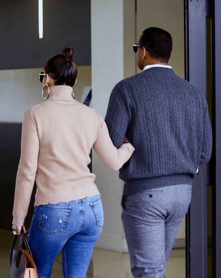 Jennifer & Alex Rodriguez à l'aéroport de Miami le 22.04.2017
