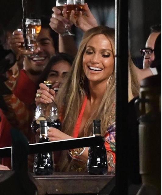"""Jennifer sur le set de """"Ni Tu Ni Yo"""" le 14.06.2017"""