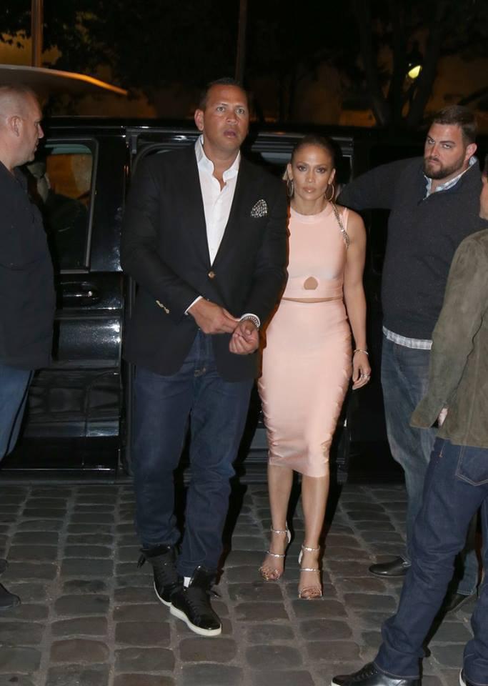 Jennifer & Alex Rodriguez allant dînner le 17.06.2017 au soir à Paris