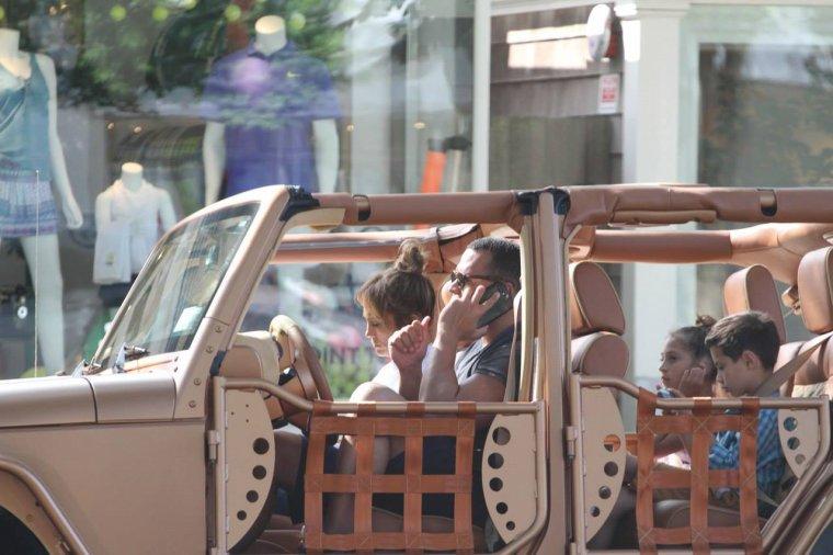 Jennifer & Alex Rodriguez dans les Hamptons le 25.06.2017