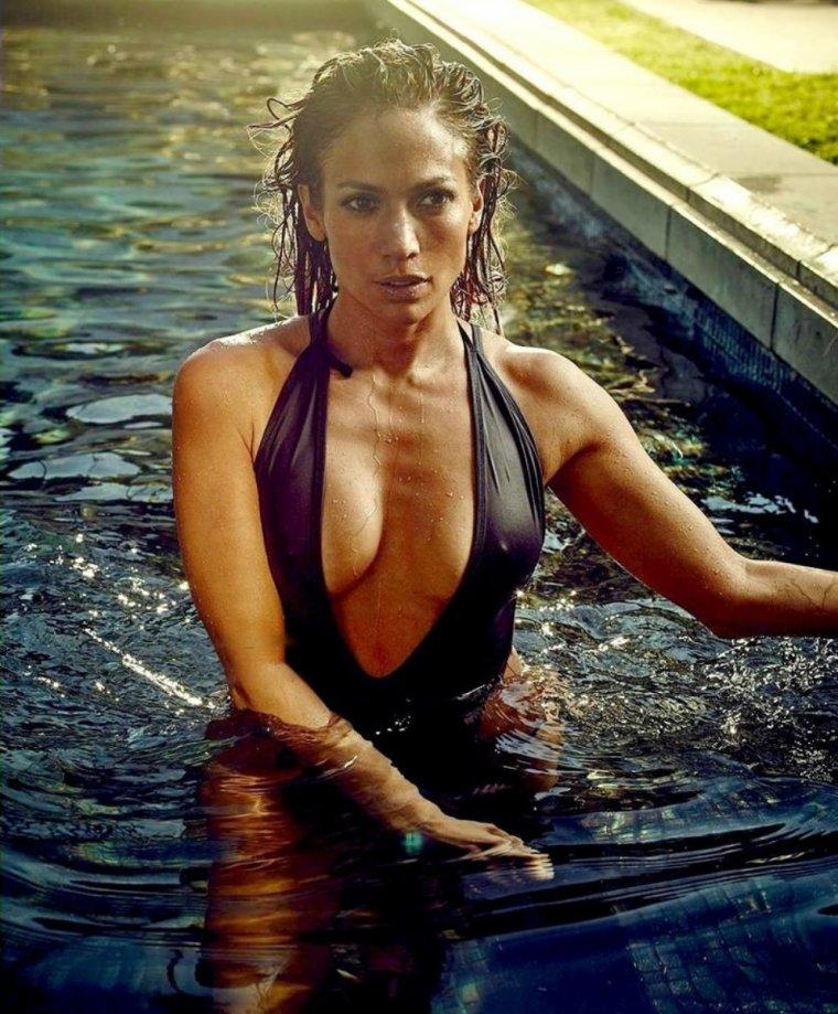 """Jennifer faisant la couverture du magazine """"US Weekly"""" en 2015"""