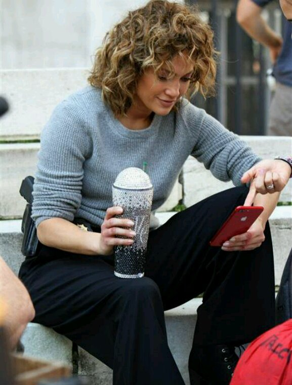 "Jennifer sur le set de ""Shades Of Blue"" le 16.08.2017"