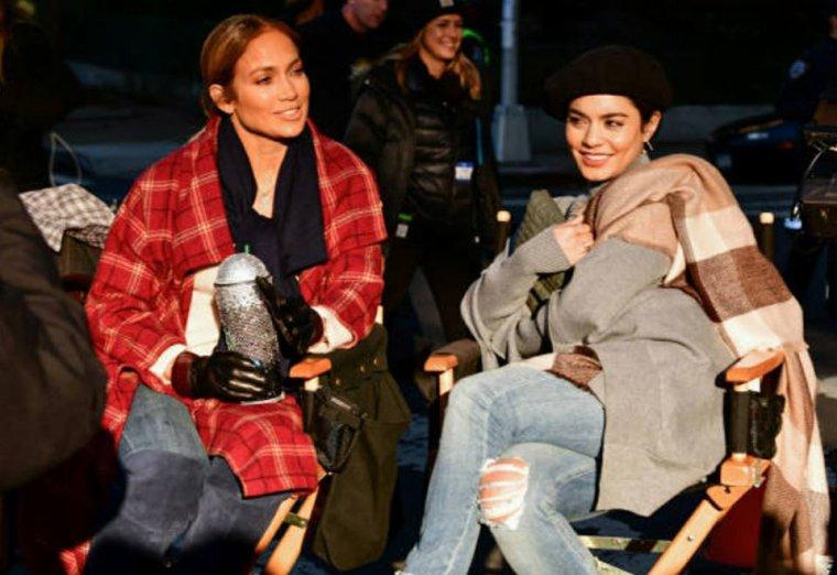 """Jennifer & Vanessa Hudgens sur le set de """"Second Act"""" le 27.10.2017"""