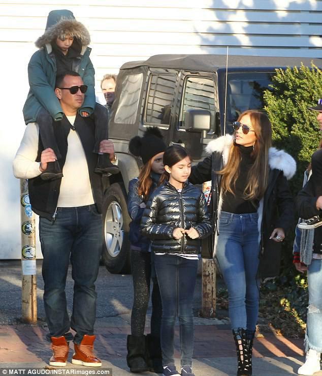 Jennifer et sa famille dans les Hamptons le 26.11.2017