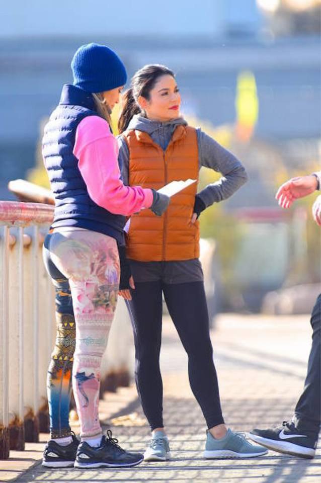 """Jennifer & Vanessa Hudgens sur le set de """"Second Act"""" le 27.11.2017"""