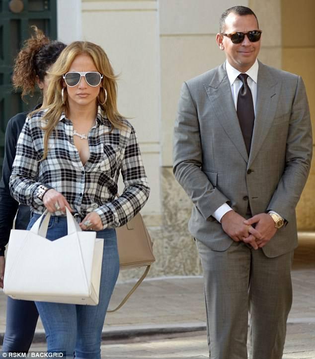 Jennifer à Miami avec ses enfants et Alex le 15.01.2018