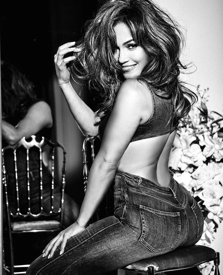 """Jennifer pour """"Guess Jeans"""" 2018"""
