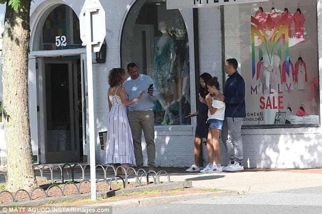 Jennifer et sa famille dans les Hamptons le 26.06.2018