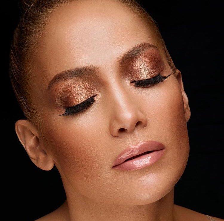 "Jennifer pour ""Inglot Cosmetic"""