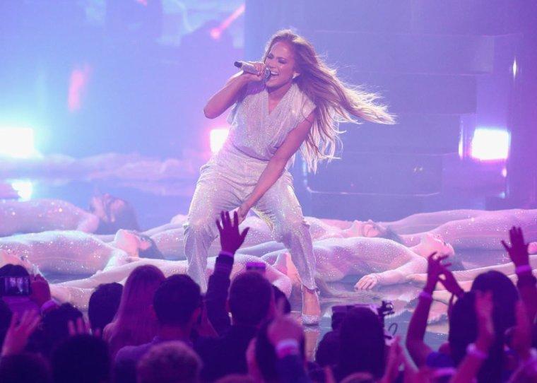 "American Music Awards 2018 - 09.10.2018 - ""Limitless"" Performance"