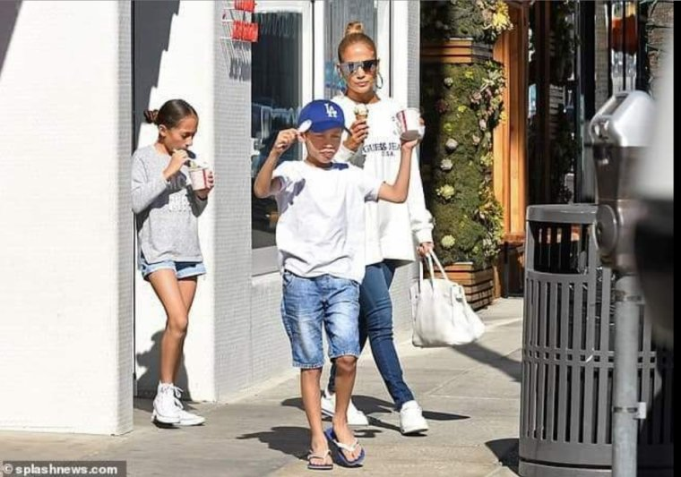 Jennifer & ses enfants à Beverly Hills le 19.10.2018