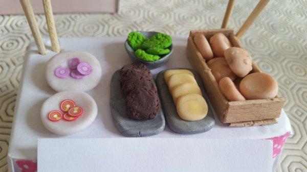pour le concours de little love fimo thème n°3 : maquette : stand de hot dog