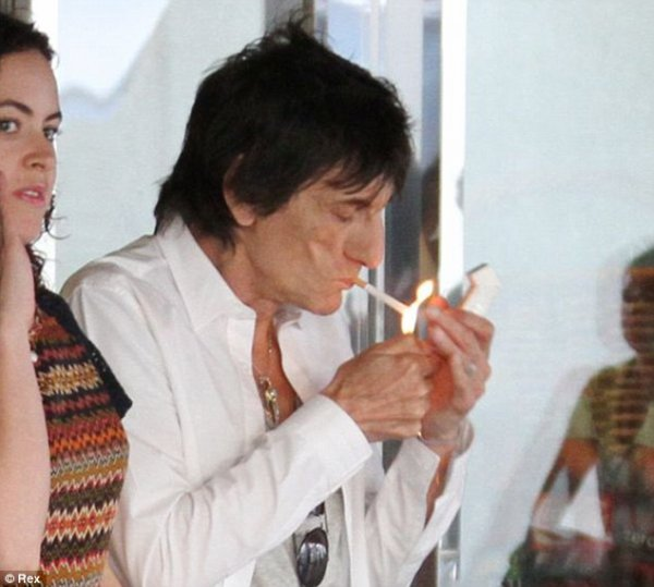 I Can't Get No Satisfaction (without my cigarettes!) After attempting to quit smoking, Ronnie Wood is back on the nicotine sticks